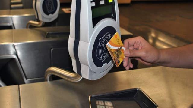 Les cartes à puce sont notamment contenues dans les cartes d'abonnement pour les transports en commun