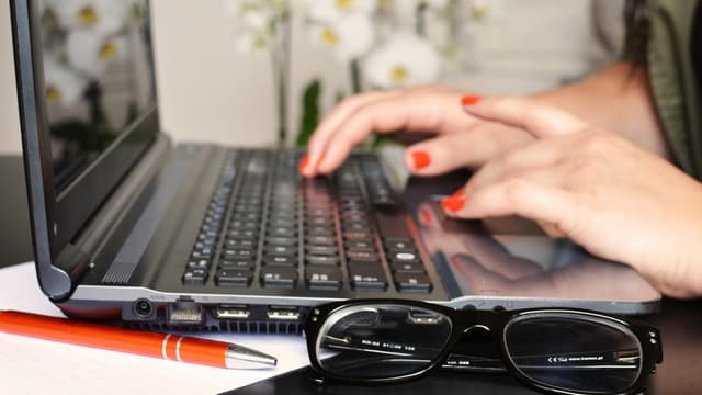 Les réseaux sociaux et la messagerie, rien de pire pour la productivité.