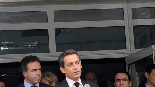 """Nicolas Sarkozy a qualifié la fusillade qui a fait quatre morts lundi matin dans le collège juif de Ozar Hatorah à Toulouse de """"tragédie nationale"""". /Photo prise le 19 mars 2012/ REUTERS/Eric Cabanis/Pool"""