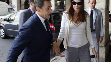 """Carla Bruni aurait piqué une colère lors de ses vacances avec Nicolas Sarkozy à Bali. """"Elle ne veut pas qu'il y retourne"""", selon des fidèles de l'ex-président de la République."""