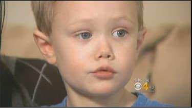 Dylan, 4 ans, es tombé du troisième étage