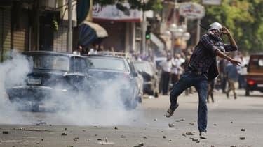 Un partisan de Mohamed Morsi dans les rues du Caire, mardi 13 août 2013.