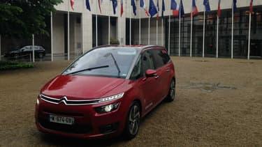 Le monospace autonome de PSA, un Citroën C4 Picasso, a désormais une existence officielle dans la langue française.