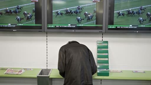 Les Français ont dépensé 46,2 milliards d'euros en jeux d'argent en 2012.