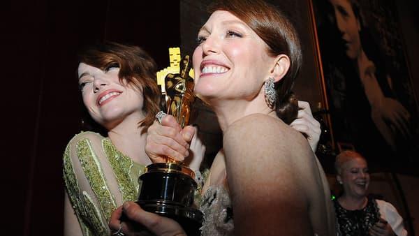 Emma Stone et Julianne Moore aux Oscars 2015.