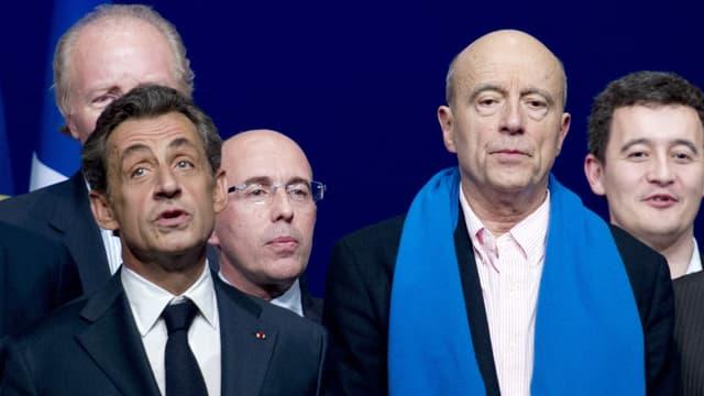 Nicolas Sarkozy et Alain Juppé lors du Conseil national de l'UMP à la Mutualité à Paris le 7 février 2014.