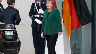 Nicolas Sarkozy a déclaré dimanche que l'Europe devra avoir réglé ses problèmes d'ici au sommet du G20 des 3 et 4 novembre. Lors d'une conférence de presse commune à Berlin avec la chancelière allemande Angela Merkel, le président français a ajouté que l'
