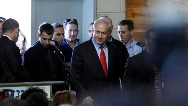 Le Premier ministre israélien Benjamin Netanyahu. L'aviation israélienne a bombardé Gaza à trois reprises mardi aux premières heures de la journée, touchant un entrepôt d'armes et deux sites utilisés pour des tirs de roquettes. Benjamin Netanyahu doit pré