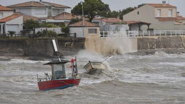 Les rafales de vent ont soufflé jusqu'à 118 km/h vendredi.