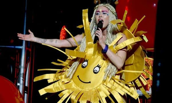Miley Cyrus en concert le 19 décembre 2015