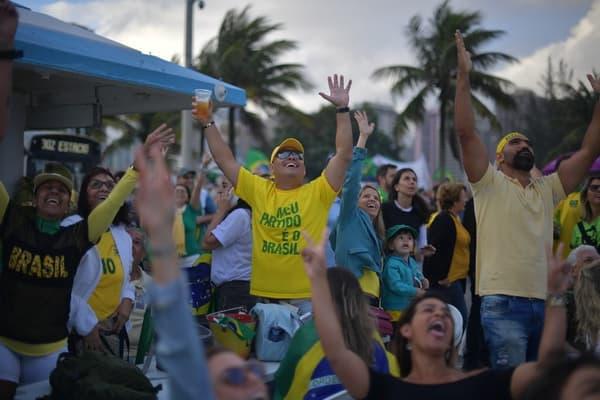 Des sympathisants de Jair Bolsonaro à Rio de Janeiro, ce dimanche 28 octobre.