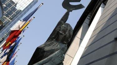 La Commission européenne a accordé un délai à trois pays dont la France pour réduire leurs déficits