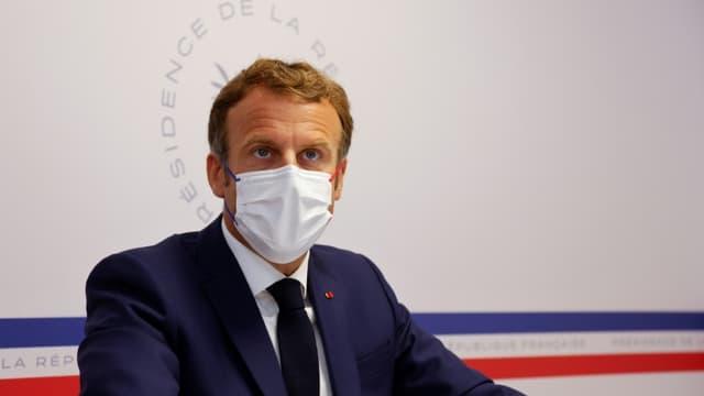 Le président Emmanuel Macron lors d'un conseil de défense sur la situation sanitaire, le 11 août 2021 au Fort de Brégançon, à Bormes-les-Mimosas