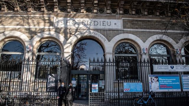 L'hôpital Hôtel-Dieu à Paris.