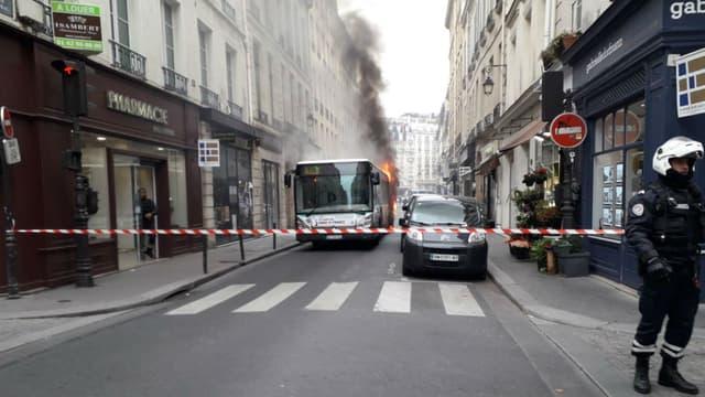 En novembre dernier, un bus avait pris feu rue du Bac à Paris.