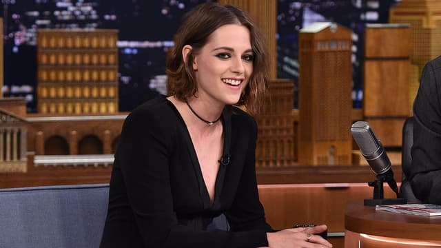 Kristen Stewart sur le plateau du Tonight Show de Jimmy Fallon en août 2015