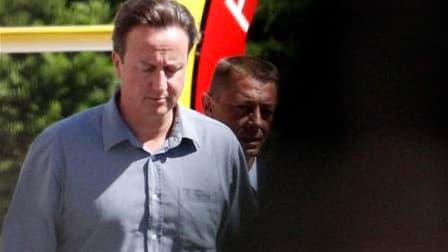 Le Premier ministre britannique David Cameron s'est rendu mercredi dans le sud de la France au chevet de son père, hospitalisé pour de graves problèmes de santé alors qu'il était en vacances. /Photo prise le 8 septembre 2010/REUTERS/Jean-Paul Pélissier