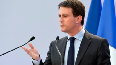 Manuel Valls s'adresse à la presse pour évoquer les perspectives de septembre.