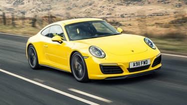 La 911 Carrera S a le droit à un nouveau kit moteur, facturé 10.224 euros.