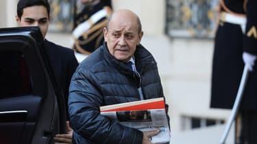 Jean-Yves Le Drian devant le perron de l'Élysée, le 11 décembre 2019