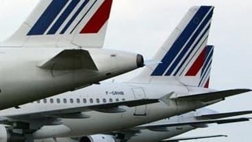 """Après le retrait du conflit de deux syndicats minoritaires -la CFDT et la CFTC- Air France a estimé lundi que le mouvement des hôtesses et stewards prévu pour durer jusqu'à mercredi inclus était en train de """"s'essouffler"""", avec des perturbations limitées"""