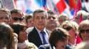"""Henri Guaino en avril 2013, dans un cortège de la """"Manif pour tous""""."""