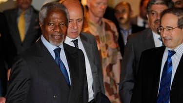 L'émissaire international Kofi Annan (ici à son arrivée à Damas dimanche) et le président syrien Bachar al Assad s'entretiennent lundi à Damas sur fond de poursuite des violences seize mois après le début des manifestations antigouvernementales réprimées