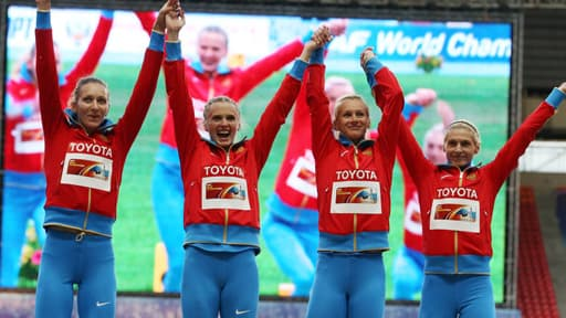 Les athlètes russes (Yulia Gushchina, Tatyana Firova, Kseniya Ryzhova et Antonina Krivoshapka) ont nié avoir voulu s'opposer à la loi sur l'homophobie.
