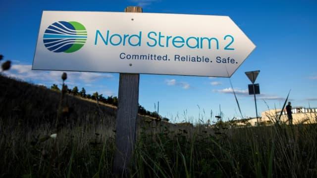 Un panneau indiquant la direction du terminal du gazoduc Nord Stream 2, à Lubmin dans le nord-est de l'Allemagne, en 2020.