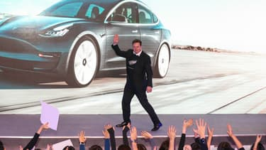 Elon Musk, à l'usine Tesla de Shanghai, début janvier 2020.