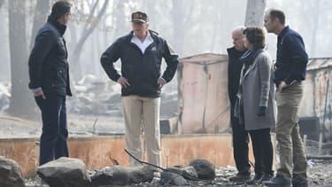 Donald Trump se rend dans la ville de Paradise dévastée par un incendie, le 17 novembre 2018