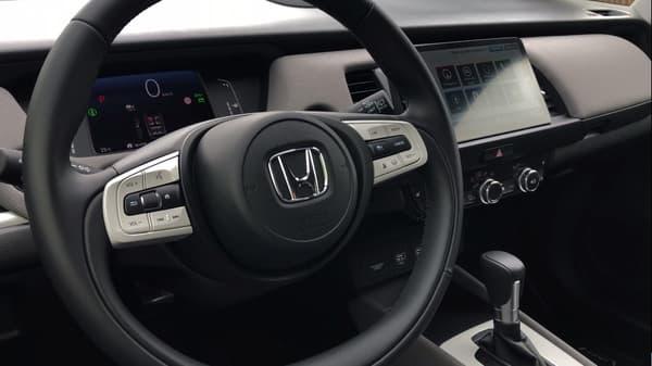 Le volant, l'assistant vocal ou encore certaines fonctionnalités d'infotainment sont partagées avec la citadine électrique Honda e.