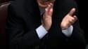 Silvio Berlusconi a gagné vendredi un vote de confiance crucial à la Chambre des députés qui accorde un nouveau répit, sans doute de courte durée, à son gouvernement de centre droit qui fait eau de toutes parts. /Photo prise le 14 octobre 2011/REUTERS/Ale