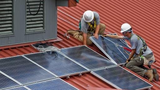 Les administrations américaines pourront installer des éoliennes ou des panneaux solaires ou racheter de l'électricité verte.