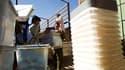 Transport d'urnes à Herat, dans l'ouest de l'Afghanistan. Les plaintes pour fraudes et autres irrégularités affluent après les élections législatives de samedi, dont les résultats ne sont pas attendus avant la fin octobre. /Photo prise le 19 septembre 201