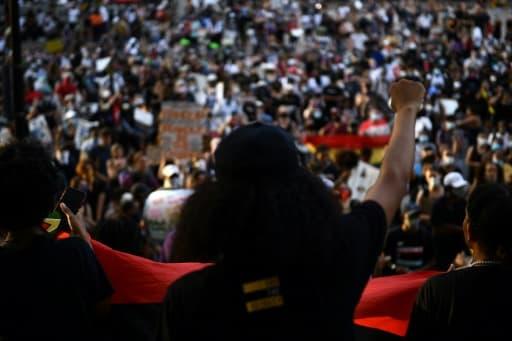 Des personnes marchent contre le racisme à Washington, le 6 juin 2020