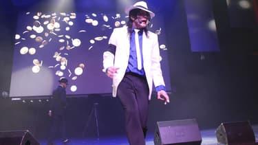 Navi, le sosie de Michael Jackson, sur scène