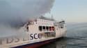 Colonne de fumée au dessus du Lisco Gloria. Plus de deux cents passagers et membres d'équipage ont été évacués après qu'un incendie s'est déclaré à bord de ce ferry lituanien près de l'île allemande de Fehmarn en Mer baltique. /Photo prise le 9 octobre 20
