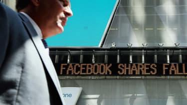 Le titre Facebook a perdu la moitié de sa valeur depuis l'introduction en Bourse en mai 2012