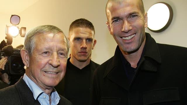 Raymond Kopa et Zinedine Zidane, en 2007, lors d'un événement caritatif à Colmar.