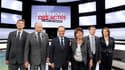 Les six candidats à la primaire PS, (de gauche à droite) Arnaud Montebourg, Jean-Michel Baylet, Francois Hollande, Martine Aubry, Manuel Vals et Ségolène Royal, pour l'élection présidentielle ont adopté un ton grave jeudi soir, au début d'un débat télévis