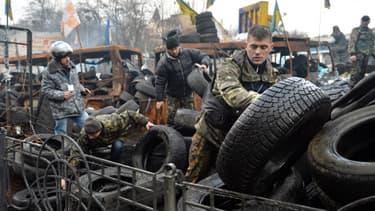Des activistes de la place Maidan, à Kiev, le 17 février.