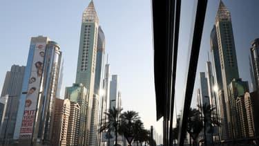 Le Gevora Hotel à Dubaï occupe une tour de 75 étages de couleur or.