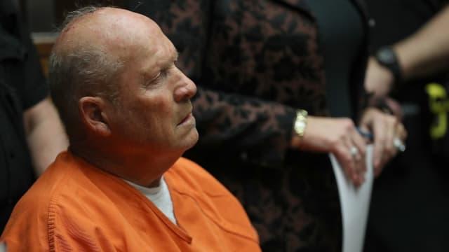 """Joseph DeAngelo, """"le tueur du Golden State"""" qui avait terrorisé la Californie dans les années 1970 et 1980, a commencé lundi à plaider """"coupable""""."""