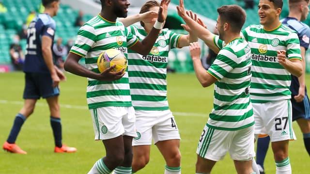Odsonne Edouard félicité par ses partenaires du Celtic