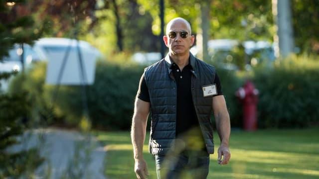 Jeff Bezos, fondateur d'Amazon, arrive à une conférence à Sun Valley (États-Unis), le 13 juillet 2017.