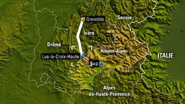 Le train a été bloqué par des congères près du col Lus-la-Croix-Haute dans les Alpes