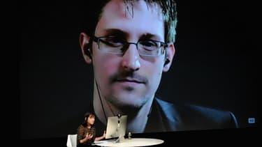 Ancien agent contractuel de la CIA et de la NSA, Edward Snowden, réfugié en Russie, s'explique régulièrement par vidéoconférence, sur sa décision de publier en juin 2013, une série de documents confidentiels, plaçant l'agence américaine au cœur d'un scandale d'envergure mondiale.