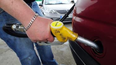 La mission parlementaire propose la fin en cinq ans des avantages fiscaux du diesel, une taxe carbone renforcée et formule le vœu de normes européennes plus strictes (image d'illustration)