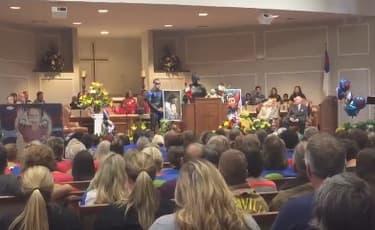 Des funérailles de super-héro ont été organisées pour Jacob Hall.